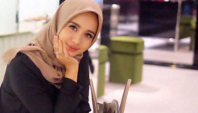 Hijab Paris Segi Empat Simple untuk Kuliah