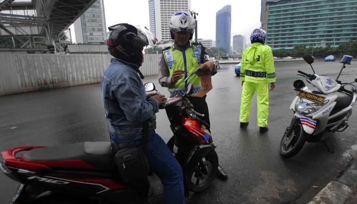 Harus Belajar Ikhlas Bersedekah dengan Polisi