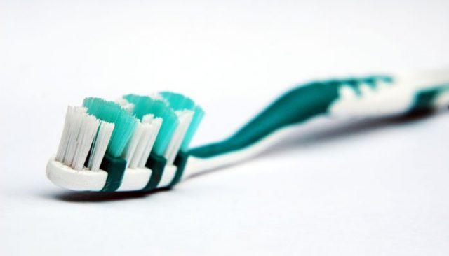 Berhati-Hatilah Dalam Penggunaan Sikat Gigi, Karena Bisa Membahayakan Kamu!